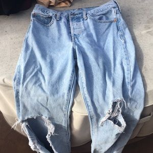 LEVIS size 28 Ripped jeans